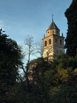 サンタ・マリア・デ・ラ・アルハンブラ教会の鐘楼_R.JPG