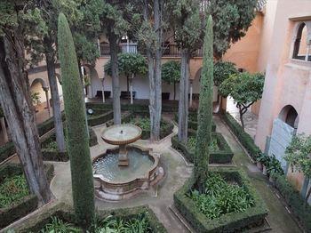 リンダラハの中庭_R.JPG